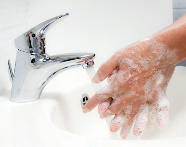 Higienização das mãos com água e sabão