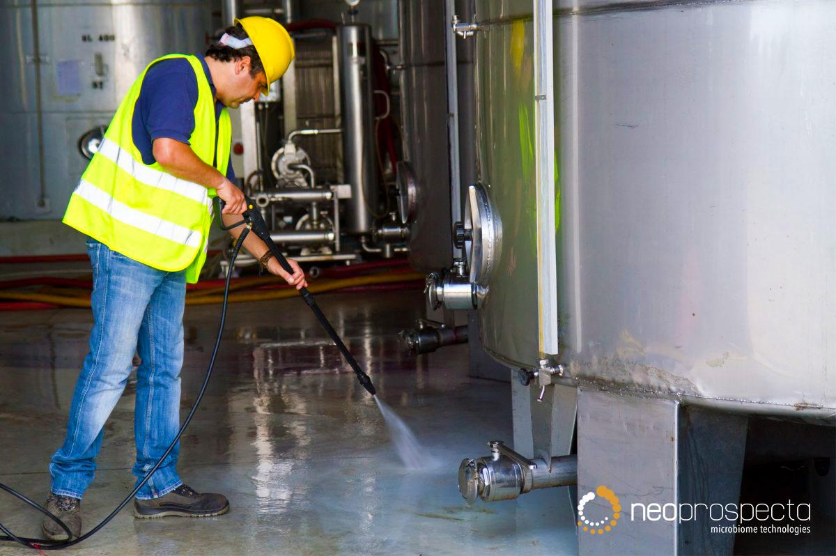 Importância da higienização e sanitização para a segurança de alimentos.